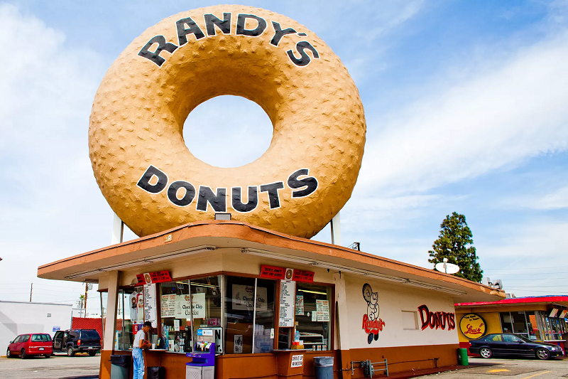 Randy's Donuts in Inglewood, California